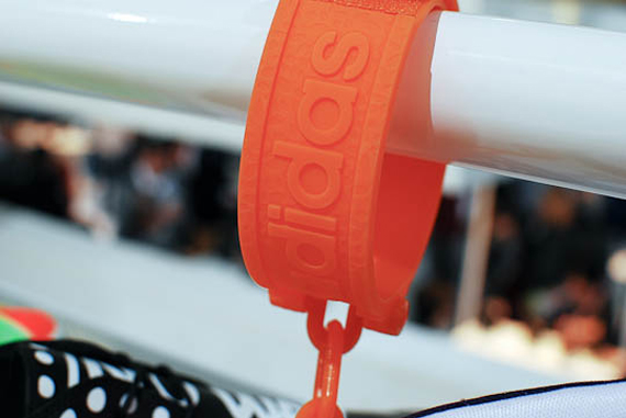 Jeremy Scott x adidas Originals Roundhouse Mid  Handcuff ... 7f36921e0