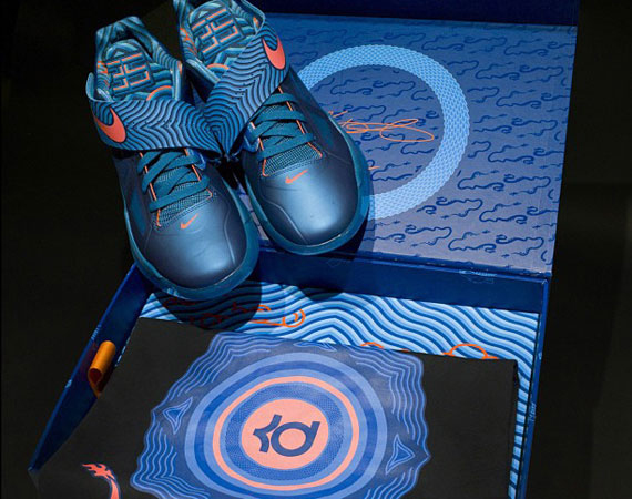 gatear Álgebra realce  Nike Zoom KD IV 'Year Of The Dragon' Special Packaging - SneakerNews.com