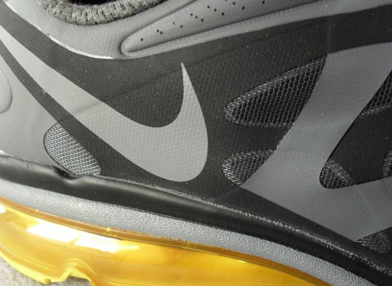 LIVESTRONG x Nike Air Max 2012 New Images