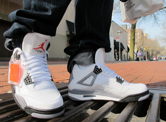 air jordan 4 on feet