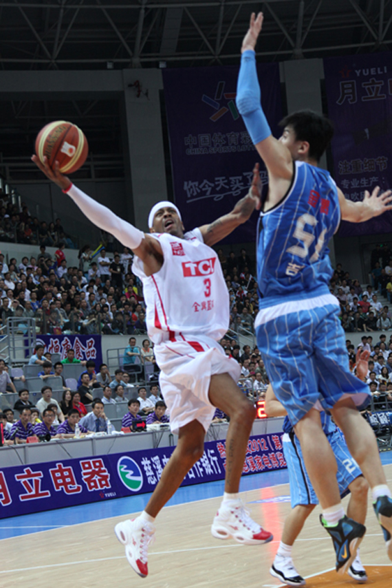 d7739cc8fc8 Allen Iverson Brings Back the Reebok Question In China - SneakerNews.com