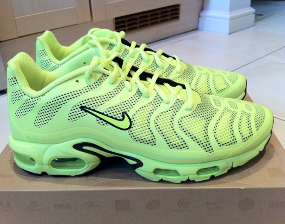 detailed pictures 560bb 51ecf Nike Air Max Plus Fuse – Neon – Black
