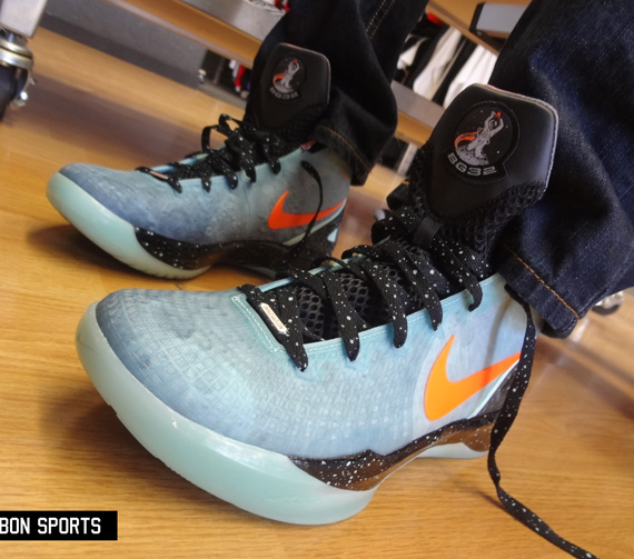wholesale dealer 7a36f fe715 Nike Zoom Hyperdunk 2011 Supreme - Blake Griffin  Galaxy  PE   On ...