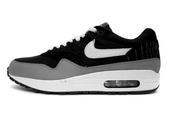 ddfbe7d695 Ben Drury x Nike Air Max 1 'Hold Tight' Black/White-Medium Grey 314252-011  09/2006. Advertisement