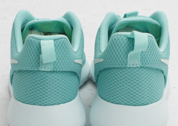 ee19ca1c16493 Nike WMNS Roshe Run  Tropical Twist  - SneakerNews.com