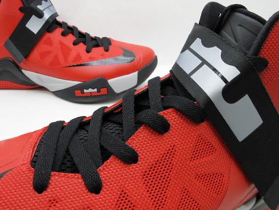 teléfono El cuarto Necesito  Nike Zoom LeBron Soldier 6 - Red - Black | Available on eBay -  SneakerNews.com
