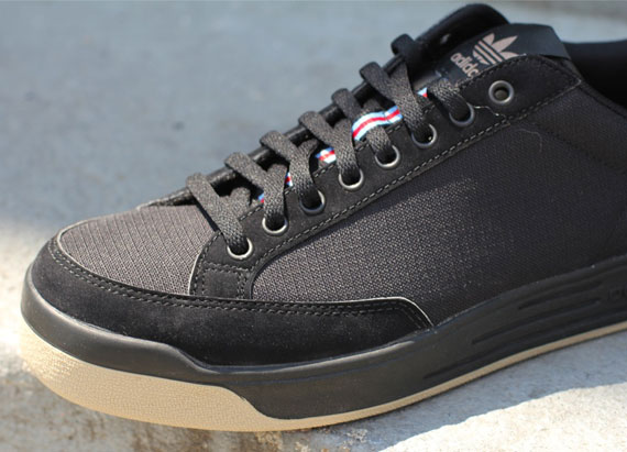the latest 291c7 19ef0 adidas rod laver black