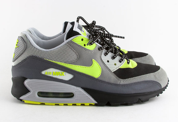 65d16ccd8def Classics Revisited  Dave White x Nike Air Max 90 (2005)