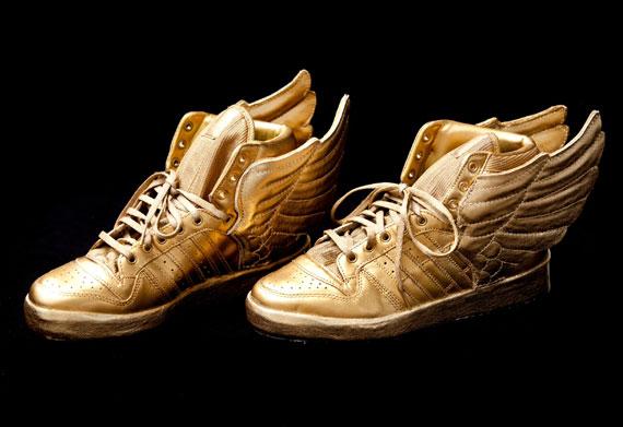 Justin Bieber's Custom Gold adidas Wings - SneakerNews.com