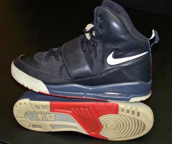 dominar Ostentoso Estéril  Nike Air Yeezy - Kanye West Sample | Available On eBay ...