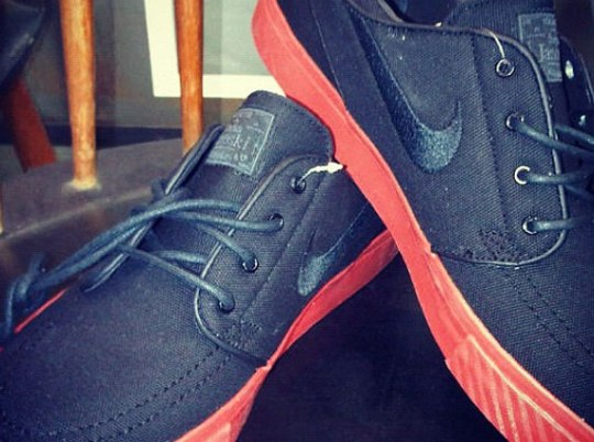 Nike SB Zoom Stefan Janoski – Black – Sport Red