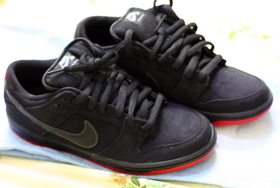 check out 5aa0e 502c3 Levi's x Nike SB Dunk Low - Available on eBay - SneakerNews.com