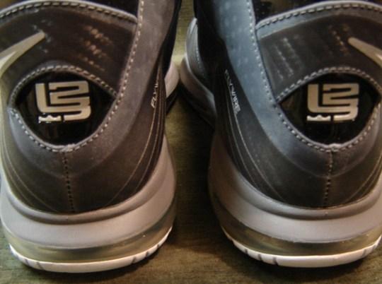 "Nike LeBron 8 V/2 ""L23"" Sample"