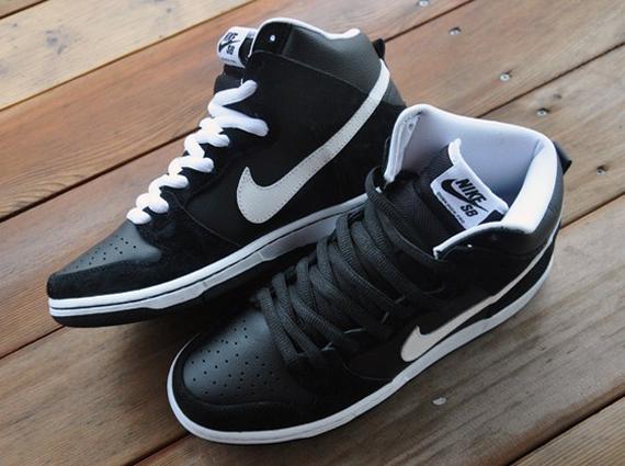 nike dunks black and white