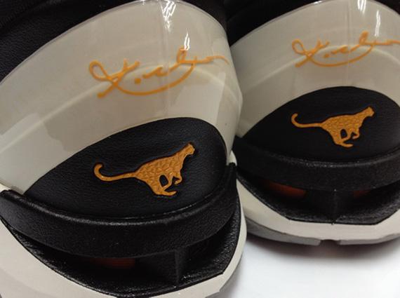 Nike Zoom Kobe VII Circuit Orange Medium Grey Sail Black
