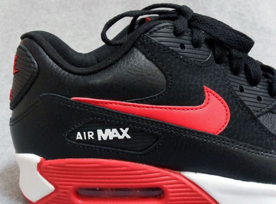 Black air max nike and red white