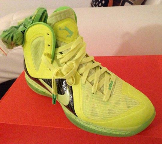 "Nike LeBron 9 Elite ""Volt Dunkman"""