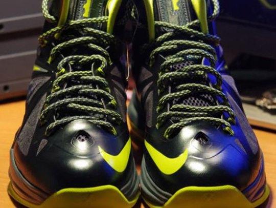 "Nike LeBron X ""Dunkman"" – Detailed Images"