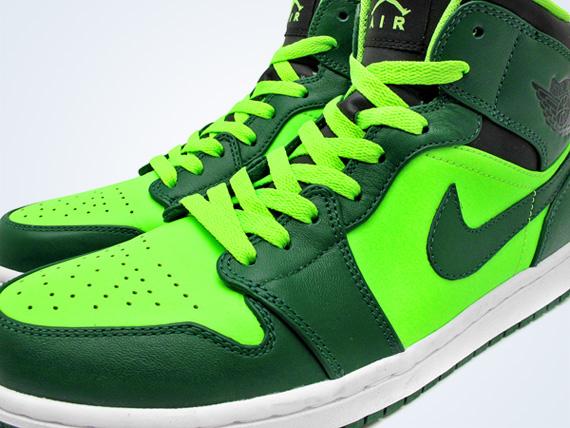 fa99991c7f53 Air Jordan 1 Phat - Gorge Green - Neon - SneakerNews.com