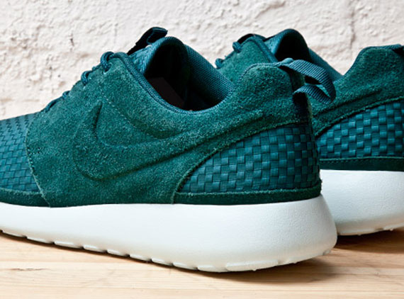 semiconductor Semicírculo champán  Nike Roshe Run Woven - SneakerNews.com