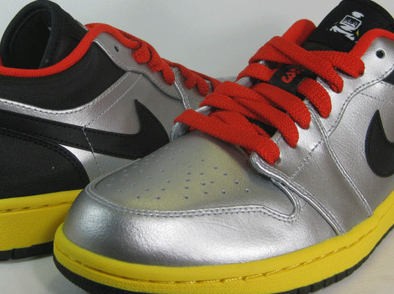 Continuing the interesting January 2013 releases of the Air Jordan 1 Low ...