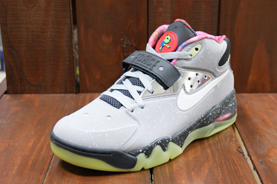 """Nike Air Barkley Posite Max """"Area 72″ Arriving to Retailers 