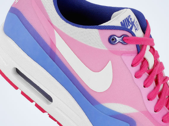 Wmns Nike Air Max 2013 PRM Hyper Blue Pink Force