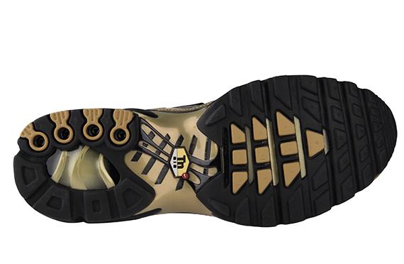 Nike Air Max, Plus (1) À L'écoute Des Stores Tissés D'or