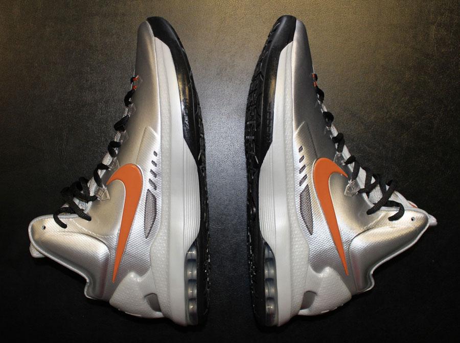 "best service 54455 da835 Nike KD V ""Texas"" – Arriving at Retailers - SneakerNews.com"
