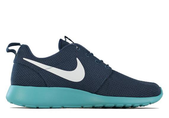Nike Roshe Run Squadron Blue/Fiberglass-Sport Turquoise 511881-443. Photos:  Overkill