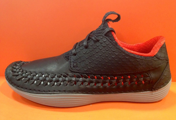 nike solarsoft moccasin womens