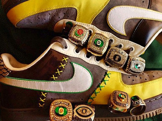 Did you see the Bespoke honoring the Oregon Ducks and the upcoming Lunar  Force 1 releases  Check below. 7d59adf5d1