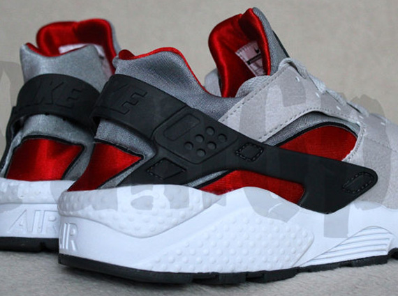 the best attitude 62b91 05514 Nike Air Huarache LE - Neutral Grey - University Red - White -  SneakerNews.com