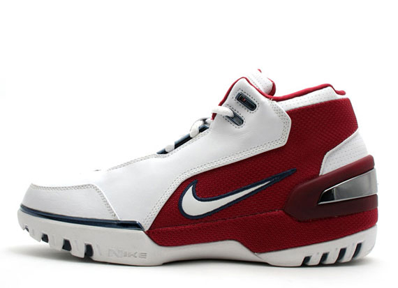 """Nike Zoom LeBron II – The second LeBron signature finally utilized his name  in the title and jumpstarted the """"Chamber of Fear"""". ef1b3bd65"""