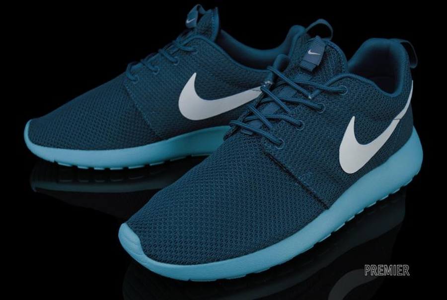 Nike Roshe Run - New Colorways Available - SneakerNews.com Nike Roshe Run 2017 Colorways