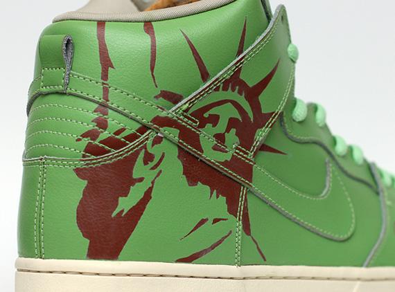 buy online 1611a dc608 Nike SB Dunk High