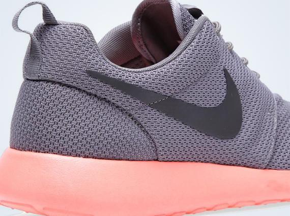 the best attitude 489e0 38ab0 Nike Roshe Run – Soft Grey – Midnight Fog – Pink