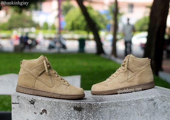 the latest e9a19 354e2 A.P.C. x Nike Dunk High - Beige - SneakerNews.com