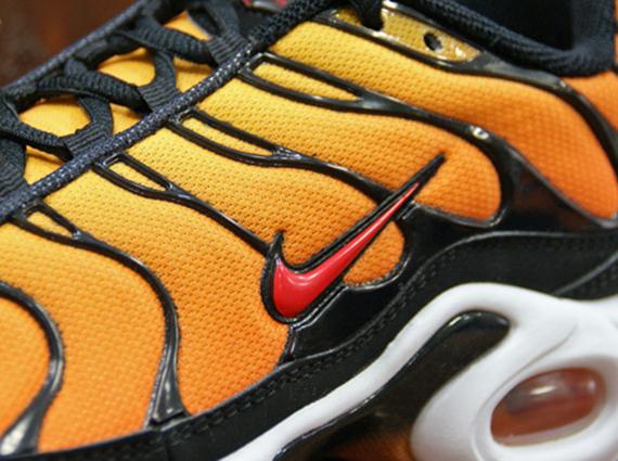 black and orange air max 2013