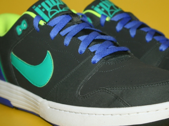 Nike Mach Force – Anthracite – Atomic Teal – Volt – White | Sample