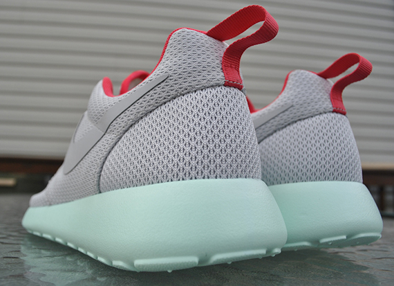 fe4b32ca3f9e Nike Roshe Run iD