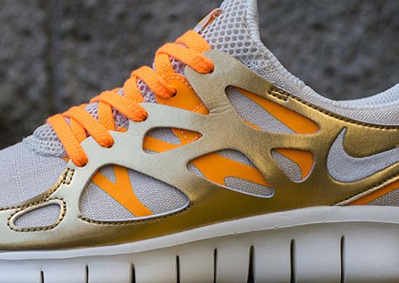 gold nike free run