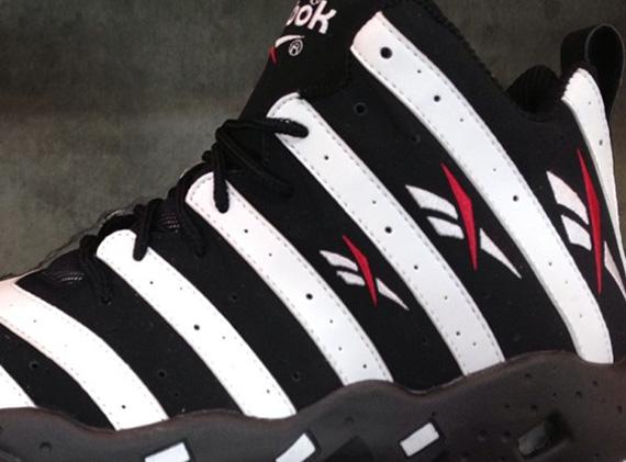 Sneaker News Weekly Rewind: 330 45