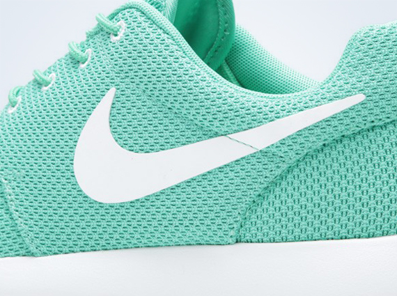 5e52e6eb2fca Nike Roshe Run - Green - White - SneakerNews.com