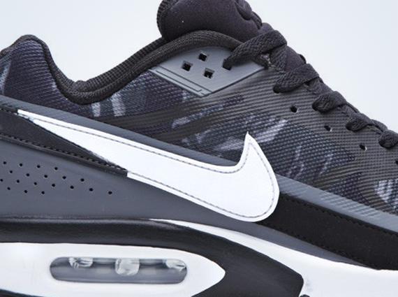 taille 40 9c1b6 7d74c Nike Air Classic BW PRM Tape - SneakerNews.com