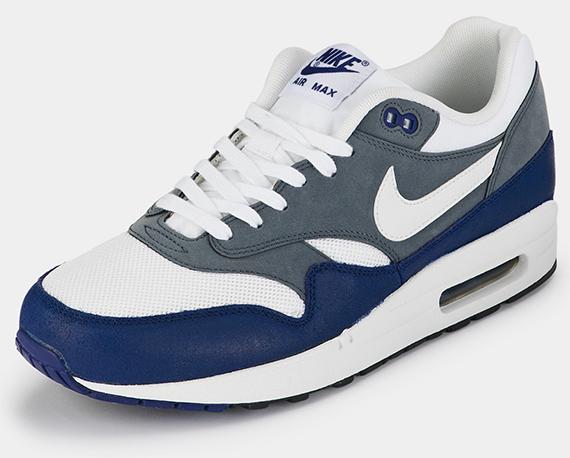 nike air max blue and white