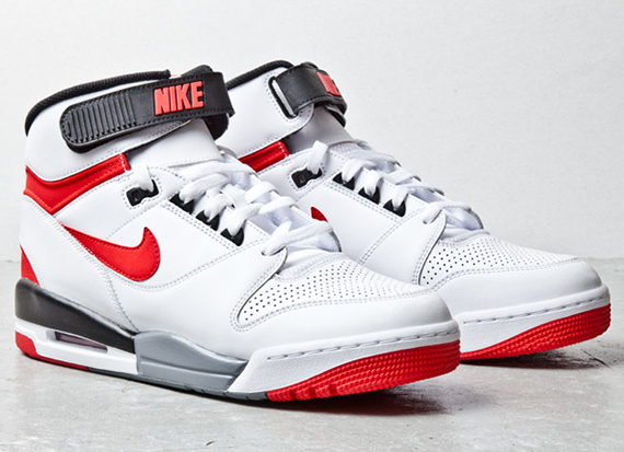 Nike Air Revolution - White - Red