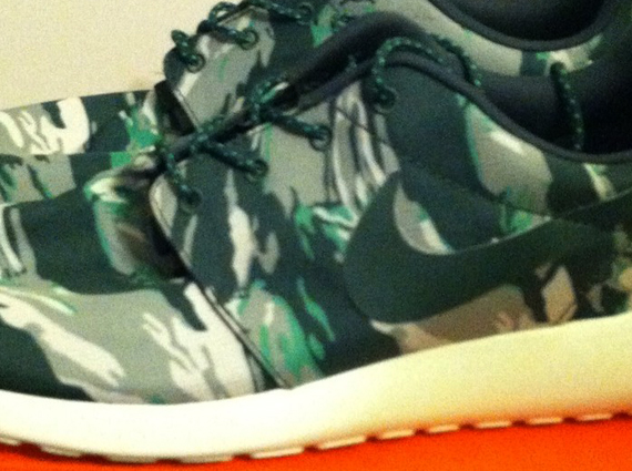 8986b0f0a93e Nike Roshe Run