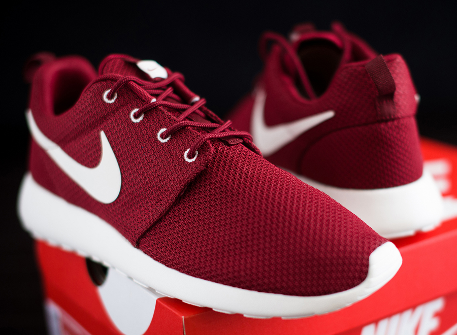 Nike Roshe Run Maroon Red