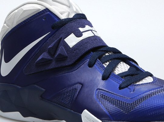 Nike Zoom Soldier VII – Deep Royal Blue – Pure Platinum